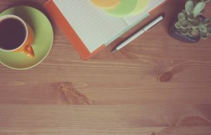 Kancelářský stůl a místo na počítač