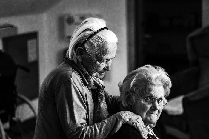 Opatrovanie seniorov Bratislava pre a proti